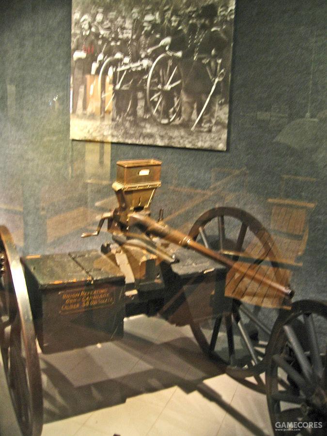 """威尔逊·阿格尔发明的""""咖啡磨机枪"""",原理类似手动转动转轮的左轮手枪"""