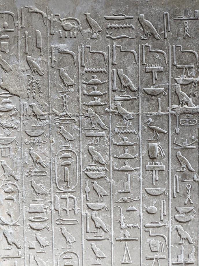 墙上刻满了象形文字