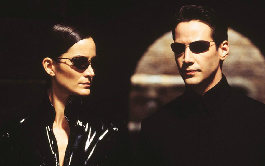 基努·里维斯、凯瑞-安·莫斯或将回归拉娜·沃卓斯基执导的全新《黑客帝国》电影