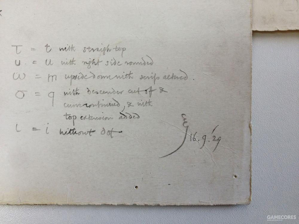 手稿上充满了豪放的设计笔记,比如「τ就是t不出头」之类的粗暴小tip