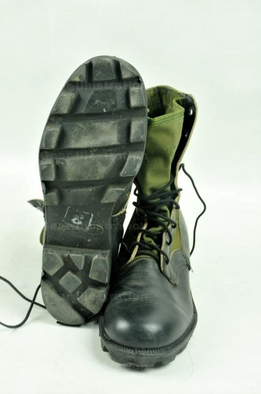 越战后期用到90年代的著名的巴拿马底丛林靴,粗大的花纹可以将泥从中间挤出两侧
