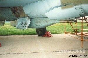 有意思的是,不装机炮的米格-21PF/FL同样有机炮吊舱,比如图中的GP-9