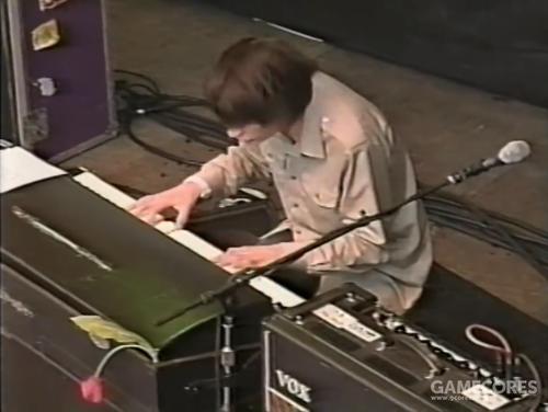 """一张截图:Radiohead 1998年 Tibetan Freedom 音乐会上的 Jonny。注意 Jonny 在串接""""Normal""""和""""Brilliant""""频道来混合两者,但""""Vib-Trem""""频道并没有被使用。"""