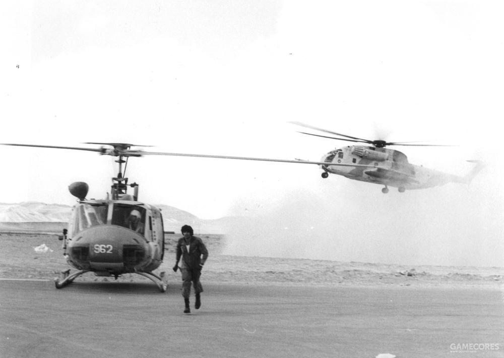 赎罪日战争期间的贝尔205,背后是一架CH-53