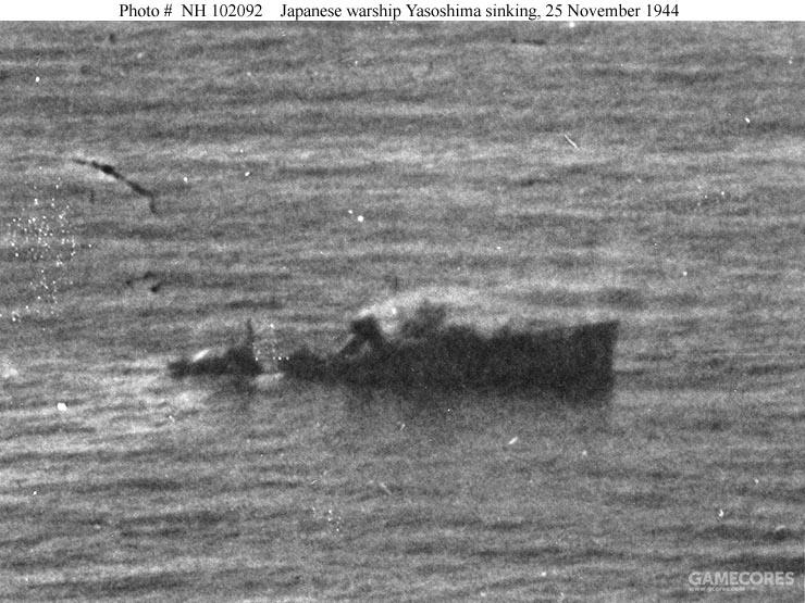 八十岛号下沉中,由兰利号的飞机拍摄