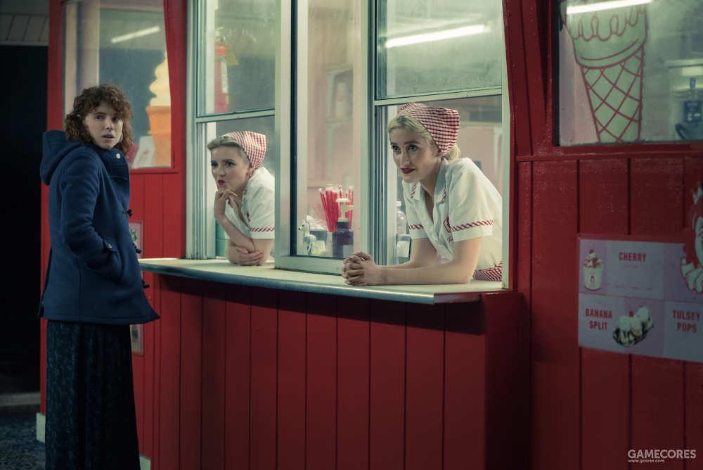 戏谑地盯着杰克的两位服务员