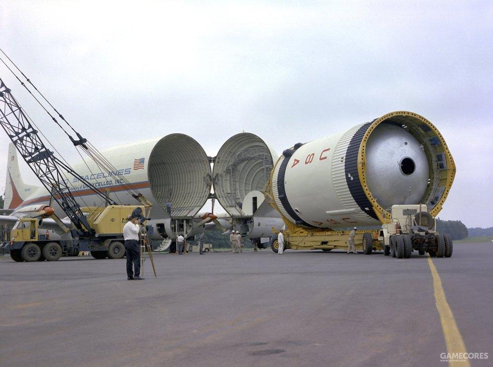 由于整体较小,S-IVB级会由专业的运输飞机进行运输。