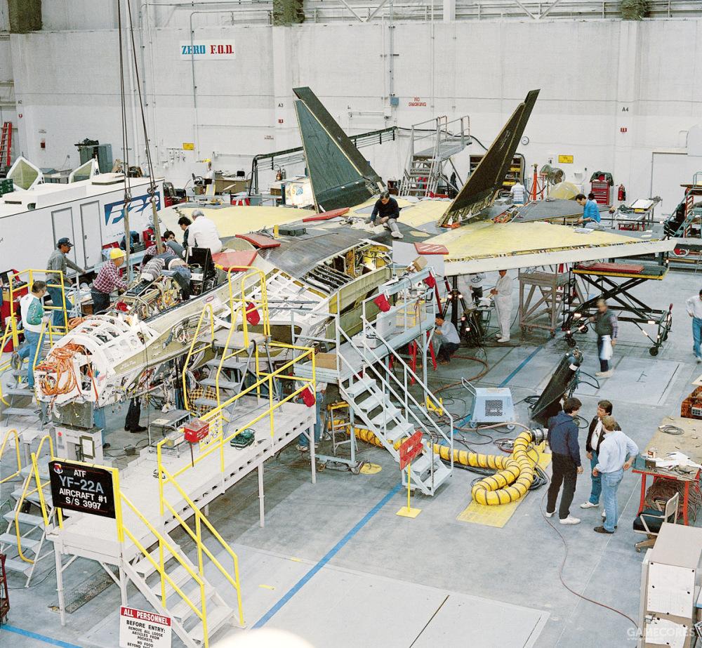 同时,洛克希德还负责YF-22的总装与系统整合工作。