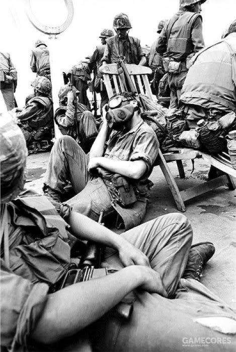 由于在任务中使用了催泪瓦斯,所以他们还佩戴了M17面具