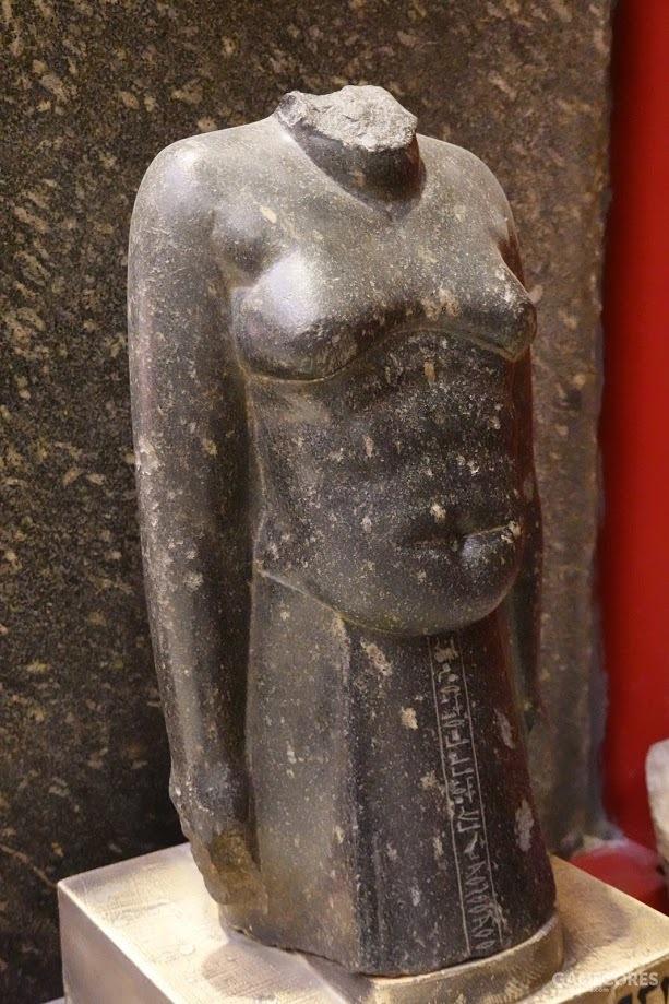 古典雕塑大多是各种腹肌,看到这一尊我也就放心了