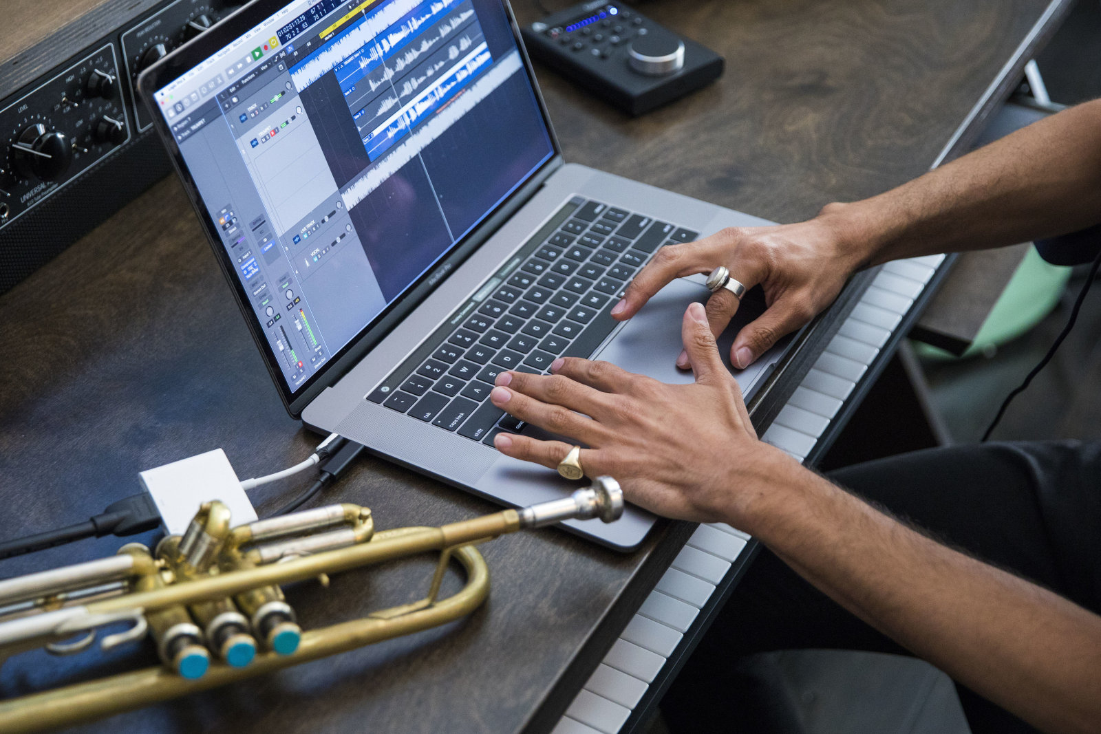 Macbook Pro 新版悄然登场,帝王版价格超过45000元