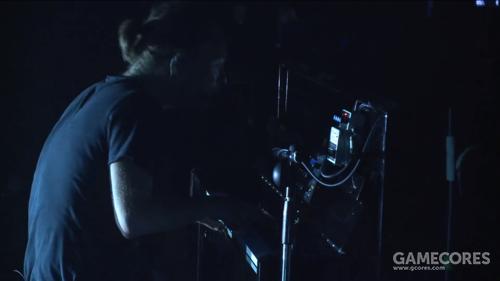 2013年 Atoms for Peace 巡演中的 Tetra 和 DD7。