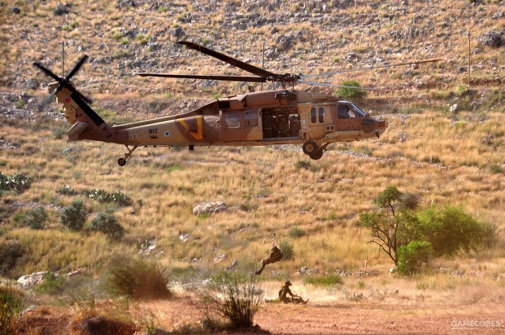 669中队的S-70正在进行起吊训练