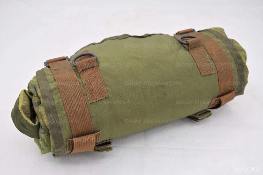 M-1967 LLCE装具的睡具捆具,捆绑携带雨衣内衬的,我们叫包袱皮,整套装具里最没用的东西