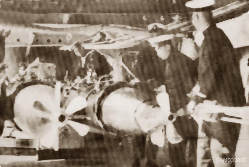 左舷21英寸鱼雷发射管装填训练