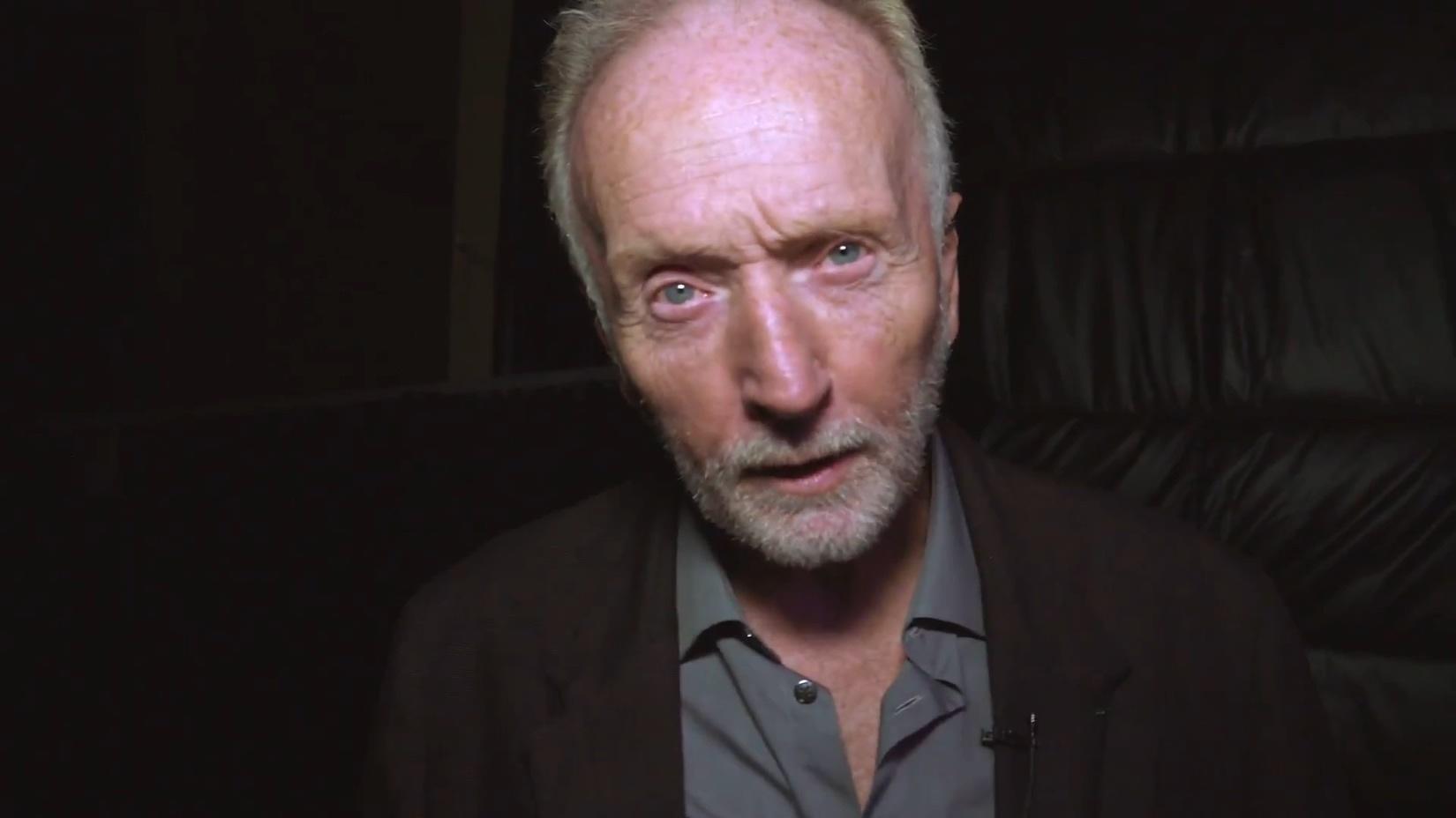 洛杉磯環球影城開設《電鋸驚魂》主題鬼屋,豎鋸老爺子本人進去體驗了一把
