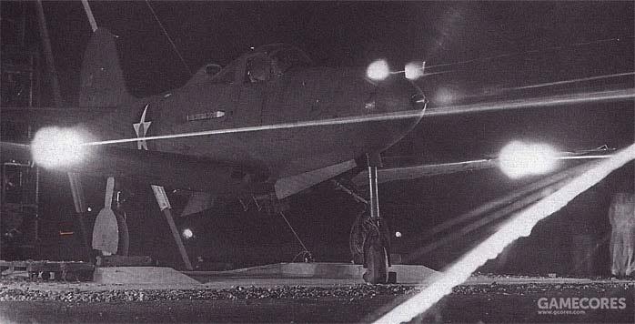 地面测试武器的P-39,也是那张传的很多的图的原版,可以看到桨毂机炮的火焰