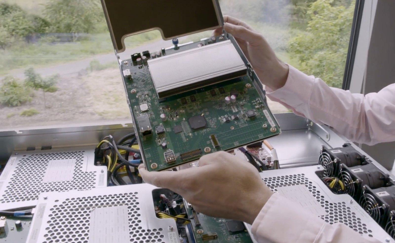 Xbox One S打造的2U机架已在上周上架全球13个微软Azure数据中心