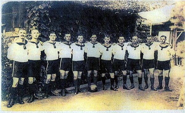 """勝利的十一人:日本戰俘營裡的德國""""球星"""""""