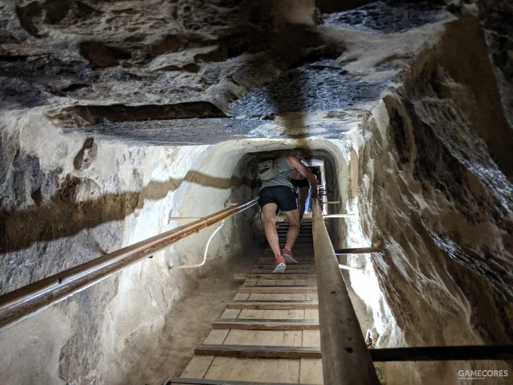 一米见方的隧道