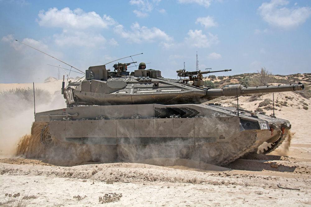 沙尘滚滚,挡不住前进的梅卡瓦IV M,注意炮塔侧面的雷达