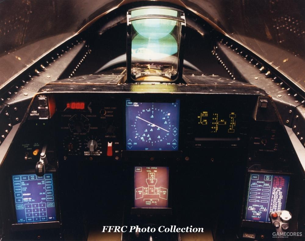 由于试飞科目有所不同,YF-22 PAV-2原型机的仪表配置稍有不同。