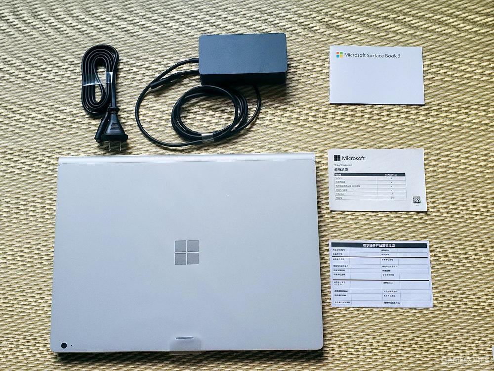 Surface Book 3 包装盒内的全部物品