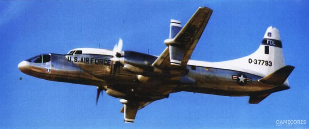 NC-131 TIFS为Calspan公司所有。专为在空中进行航电系统测试而改装。。通过特别改装的驾驶舱并安装YF-23相同的飞控计算机,可以在指定速度、姿态与攻角条件下再现YF-23的亚音速段飞行性能。