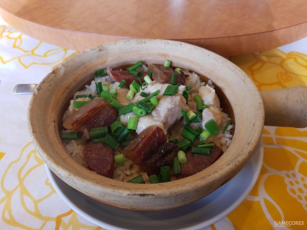 作为一个广东人,不看价格的话,这个腊肠煲宅饭的味道还算正常。