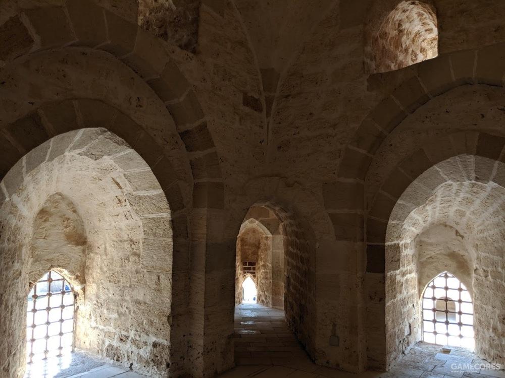 进入塔楼的小门