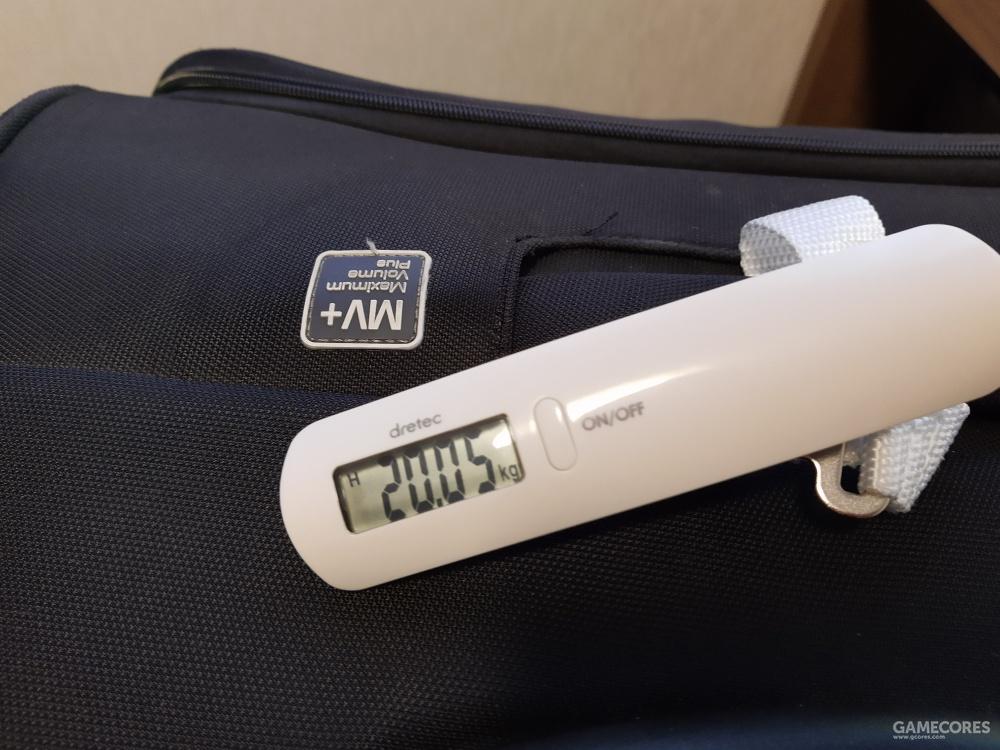 还没超重。之前买的手提弹簧秤,代购必备,不浪费一克免费行李重量配额。
