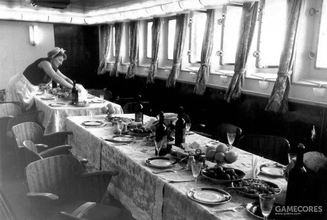 """""""苏维埃俄国""""号窗明几净的长官餐厅"""