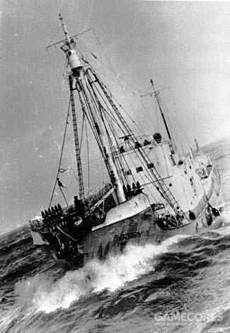 一条捕鲸船正在盛行西风带的海浪中挣扎