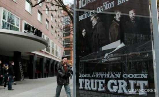 2011年,第61届柏林电影节,《大地惊雷》成为电影节开幕电影