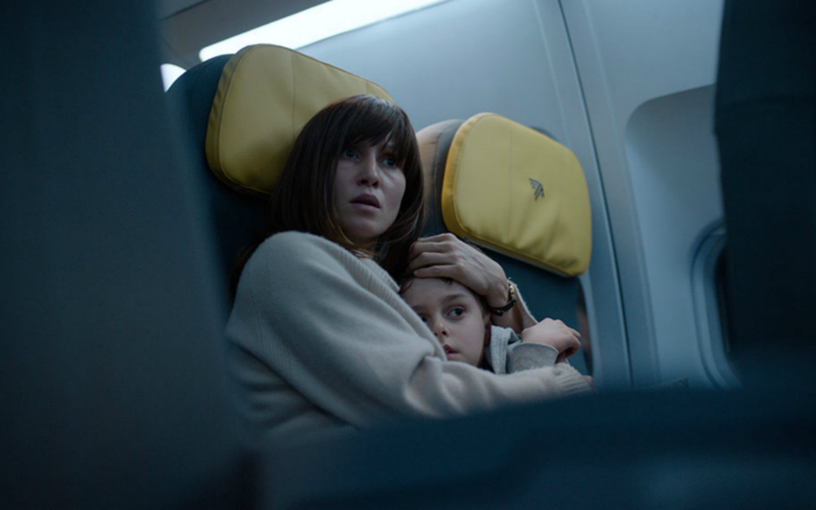 Netflix发布悬疑片《血色天劫》先导预告