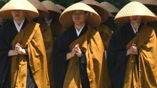 """因为开车时穿着""""僧衣""""被罚款,这下日本全国的僧人们都坐不住了"""