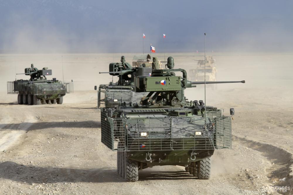 """捷克军方的""""潘德II""""正在行进中"""