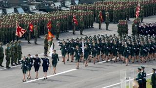 樱星之旗与争议之声:从日本陆海空自卫队的旗帜说起