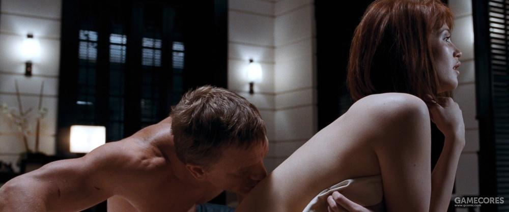 《量子危机》预告片中的这个舔背是全片唯一床戏