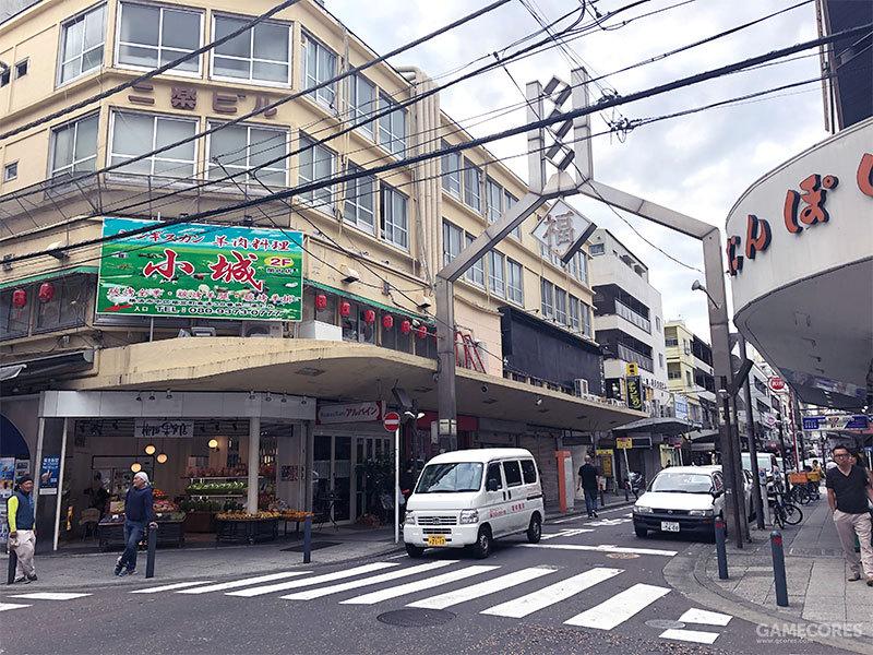 仅从画面来看,根本无法看出这是一张拍摄自日本横滨的街道照片