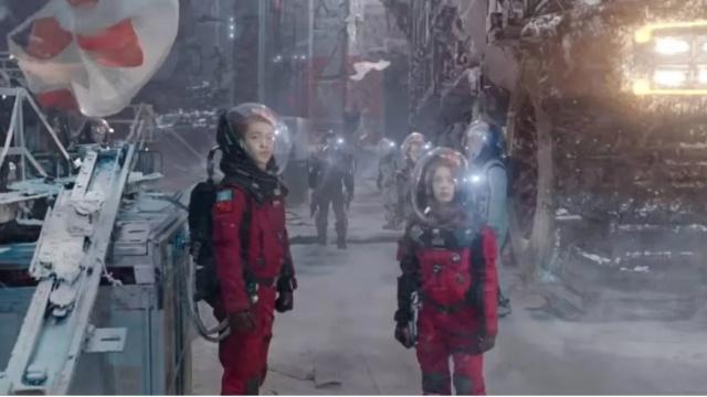 THE VERGE的《流浪地球》影评:学了美国科幻电影的很多精华和毛病,但保有自身的个性