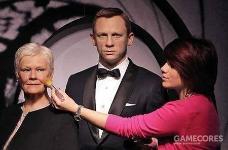 陪007进入杜莎夫人蜡像馆不是邦女郎,而是M夫人