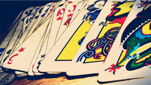 (像)扑克(赛)麻将(似)牌九……这五个游戏帮你在大年夜里拉长辈玩桌游 | 桌游五魁首