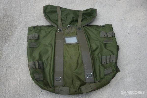 大号背包背面