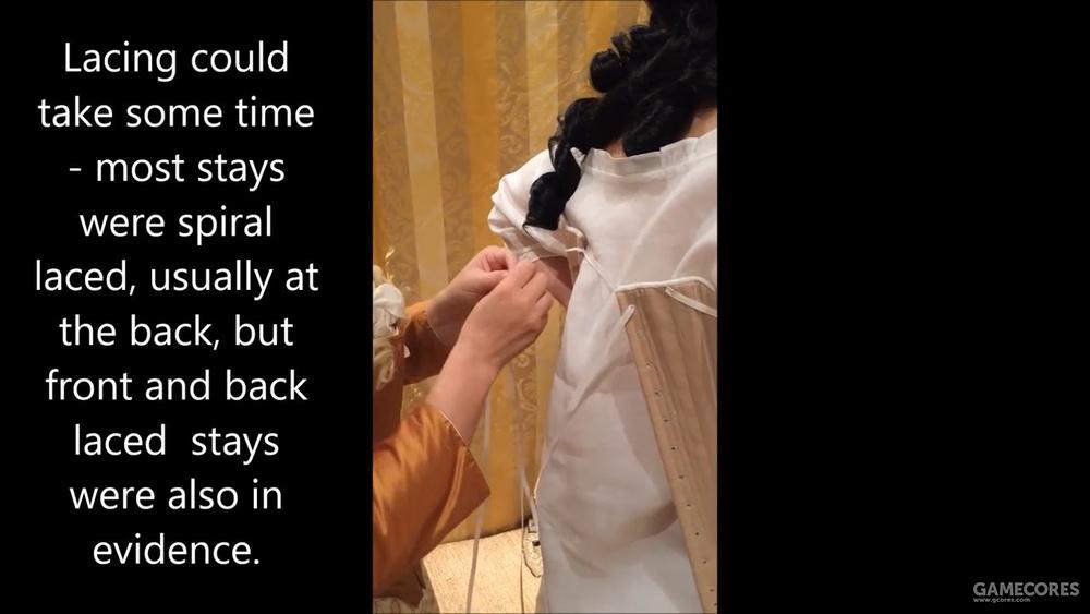 2. 在背后绑好束衣