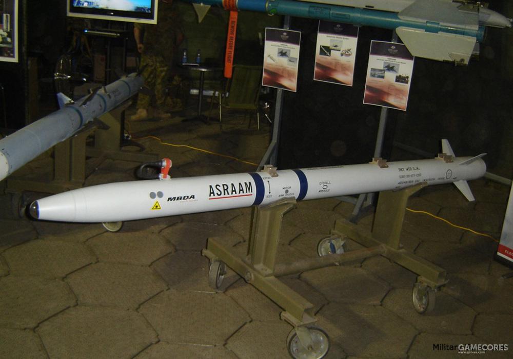ASRRAM的研发始于1980年,基于美、英、德、法四国签订的新型空空导弹系列谅解备忘录,于1982年由欧洲几个国家开始联合研制。预定用于替代北约现役的各种近距离空空导弹。而备忘录同样规定由美国负责研发下一代中距空空导弹用于取代北约现有的中距弹。