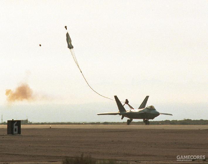 为了验证反尾旋伞系统可靠性,试验机需要在地面滑跑和正常飞行状态下测试反尾旋伞系统的展开与抛离。之后正式量产的F-22同样需要进行相关流程。
