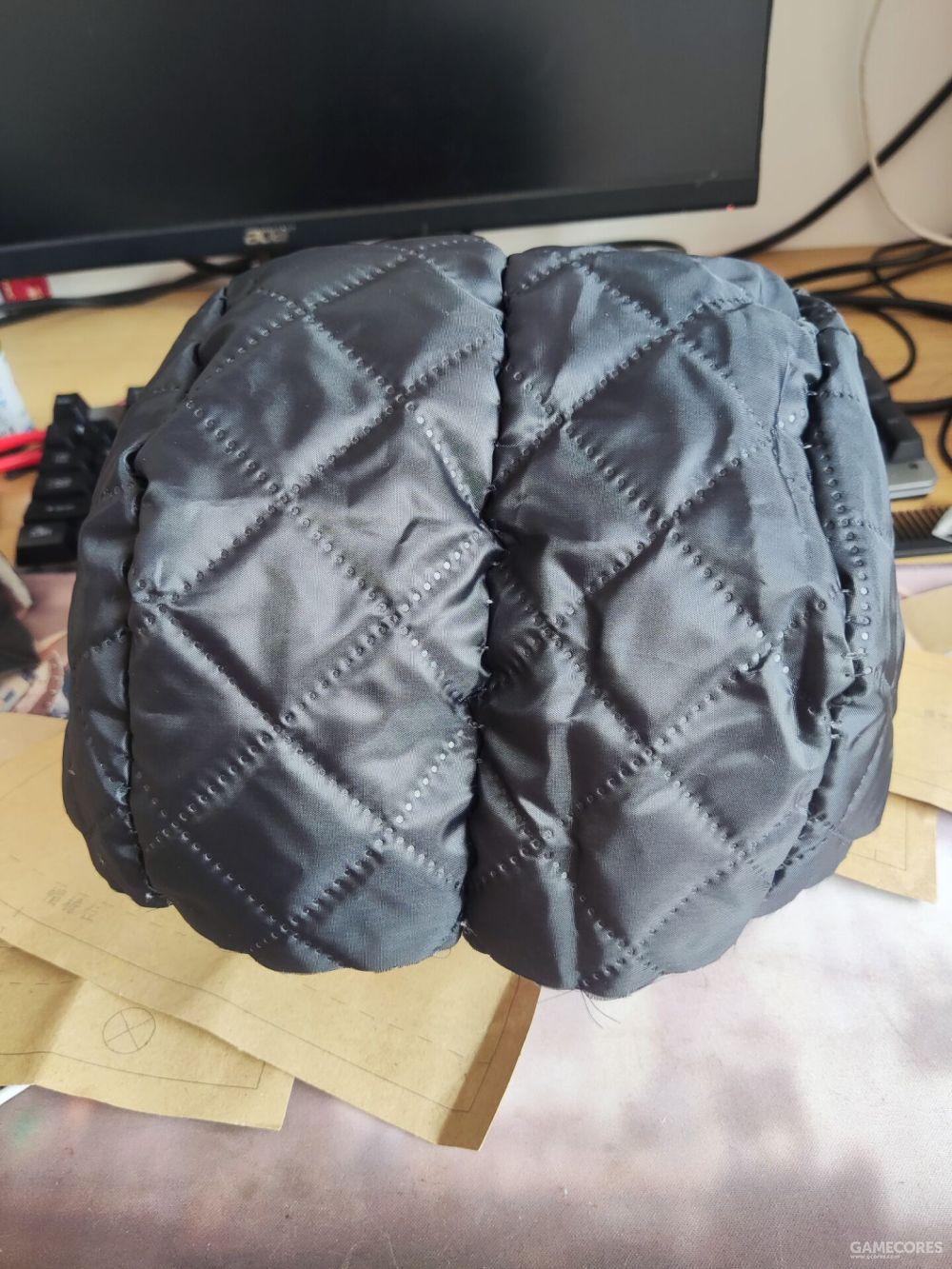 缝起来就是这样,这个时候就可以试戴一下,确保合适