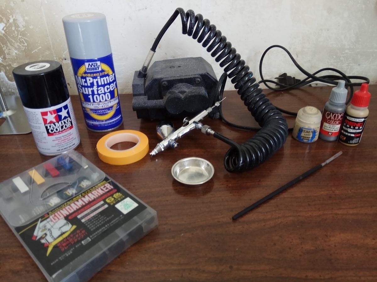用各種工具來給你的鋼普拉補色和上色吧!