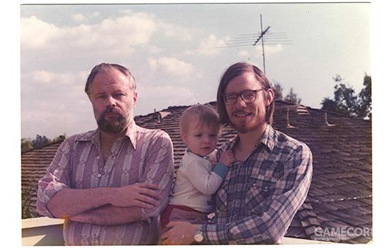 迪克和保罗,保罗抱着的是迪克的小儿子克里斯多弗